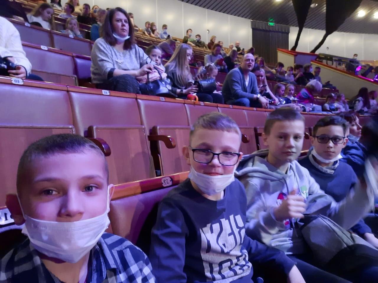Воспитанники и педагоги воскресной школы посетили московский цирк.